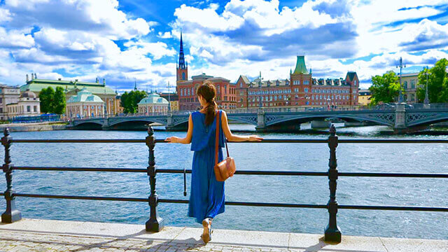 woman-travel-abroad